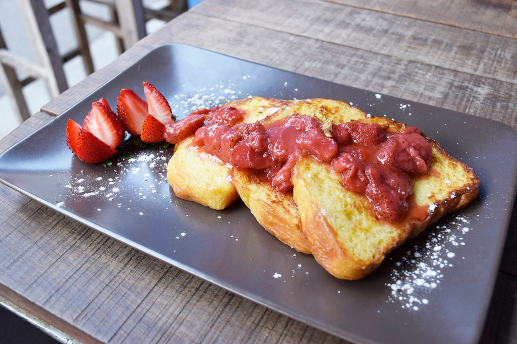 French Toast ($10) Egg Dipped Brioche, Strawberry Compote This was really good. Really simple but done really well. I loved the presentation as well. The brioche was soft & fluffy and paired well with the slight tang of the compote.