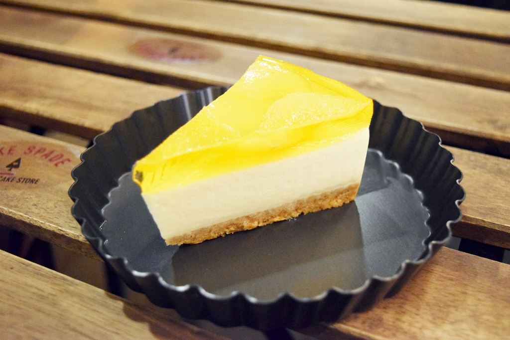Mango Tofu Cheesecake ($5.90) What makes the Tofu Cheesecakes so good is the use of tofu. This makes the cake much lighter & also much healthier. (A fact that my friend loved, being a health nut.) This was also as good as it's strawberry counterpart.