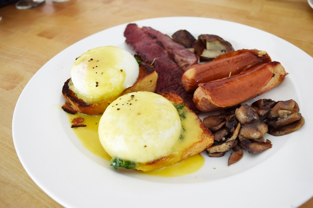 TFBB Champion Breakfast ($24) Toasted Brioche, Rosemary Potatoes, Garlic Mushrooms, Chicken Sausages, Beef Bacon My friend had this and he mentioned that it was really good. This definitely looked slightly better than my Fab Eggs Benedict. He really liked the beef bacon but of course the one thing that go to him was... the price.