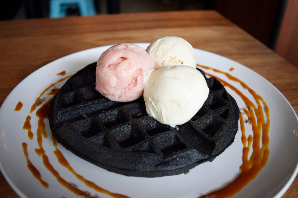 Gourmet Waffle with 3 scoops of premium ice-cream ($6 & $4.50 x3) Flavours -> White Peach Sangria Sorbet, Earl Grey Lavender, Butter Beer Having seen this on Instagram, this was yet another reason for my visit to Fatcat. This is actually a Charcoal Waffle, a first that I've come across. (Nope not squid ink.) Of course, three scoops are the way to go as well. All three of them tasted fantastic.