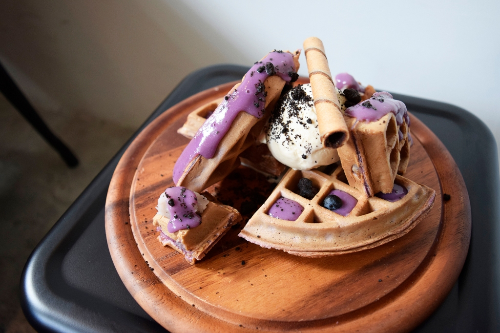 Taro Waffle ($12.90) With Earl Grey Ice-cream Yes! I had to order it again during my second visit. Along with the cakes, my friend & I pestered the staff to make sure that the presentation came as how we saw it on Instagram. I'm happy to report that our annoying tactics & OCDness paid off! Look at this beauty. Just like the first taro waffle, this tasted mighty fine. I do love me some taro. This time we went with Earl Grey ice-cream, which seemed to complement the overall dish much better. Both flavours worked really well together & the ice-cream was great as well. The key difference here is the eye-catching purple hue taro sauce! The key ingredient that was missing from the first waffle. The sauce brought the dish to the next level, especially in terms of aesthetic. If they can keep up their consistency with this waffle, then I highly recommend it as well!