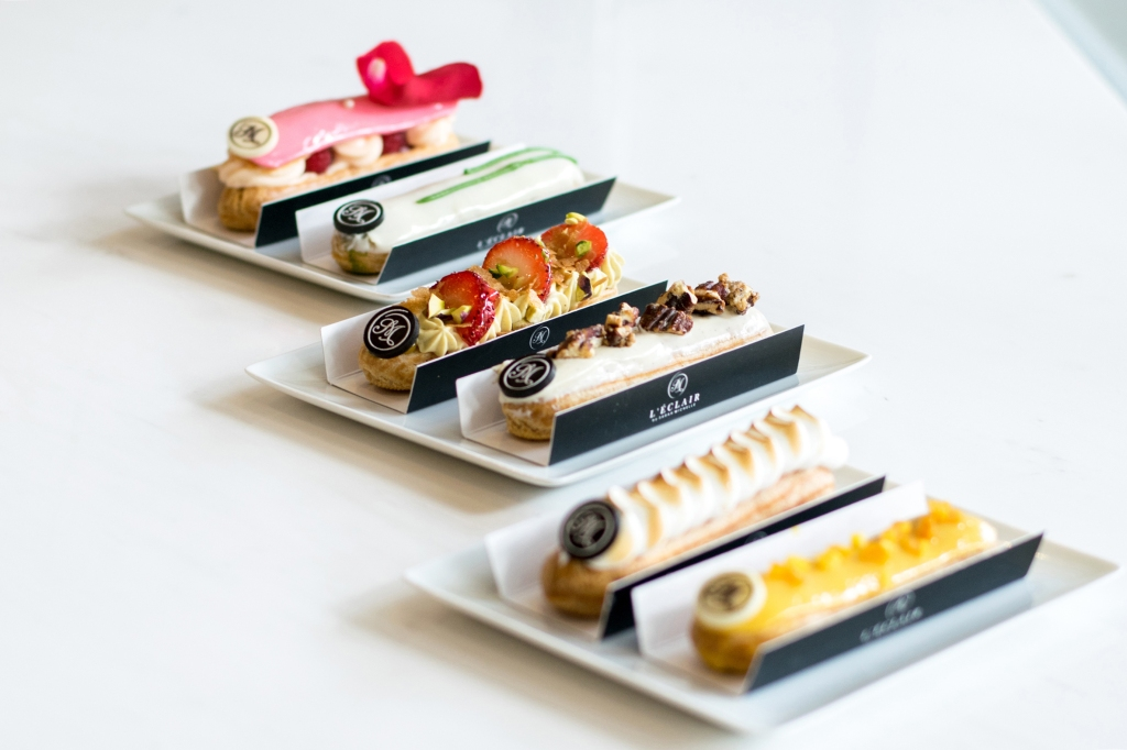 Seriously, these éclairs look so stunning & photogenic that you can pose them however you like & it will still look fantastic. Sidenote: Perhaps someone should ask Irene Ang from the clicknetwork to do a Food Porn episode here. This is literally food porn. (Language!)
