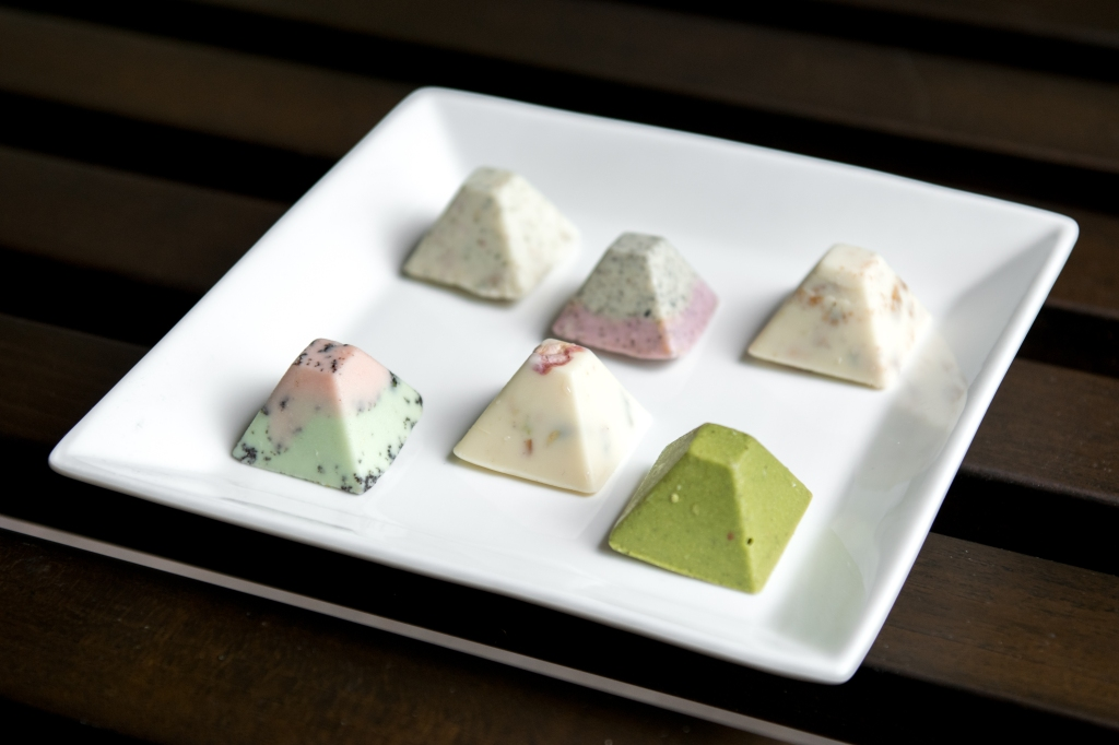 Carpenter & King's chocolate pyramids come in an assortment of different flavours, ranging from Matcha, Watermelon, Almond & Caramel, Lemon & Poppy Seeds, Lavender & Earl Grey to Pistachio & Rose. These chocolate pyramids were to die-for. The chocolate was quite light & the flavours were deliciously subtle. Each pyramid also have an added crunch on the inside which add a new dimension the texture of the chocolate.